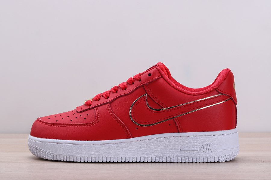 Chaussures Nike Air Force 1 07 Essential Gym Red White-Metallic Gold pas cher